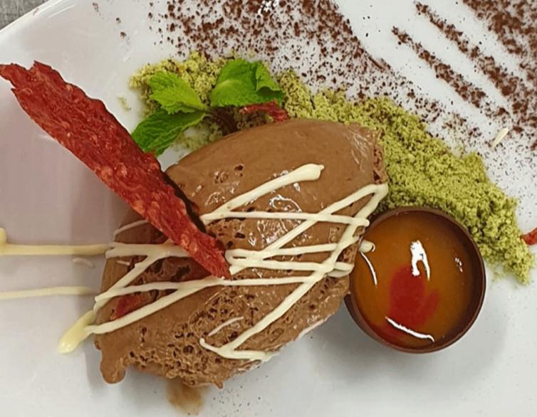 Mousse au Chocolat mit Krallen Hippe