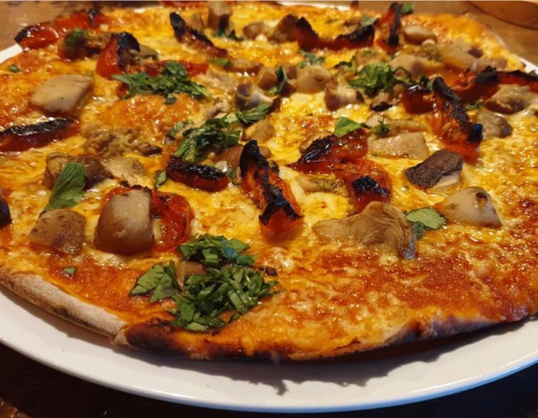 Pizza in verschiedenen Varianten